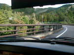 この橋の向こうにも道は続く